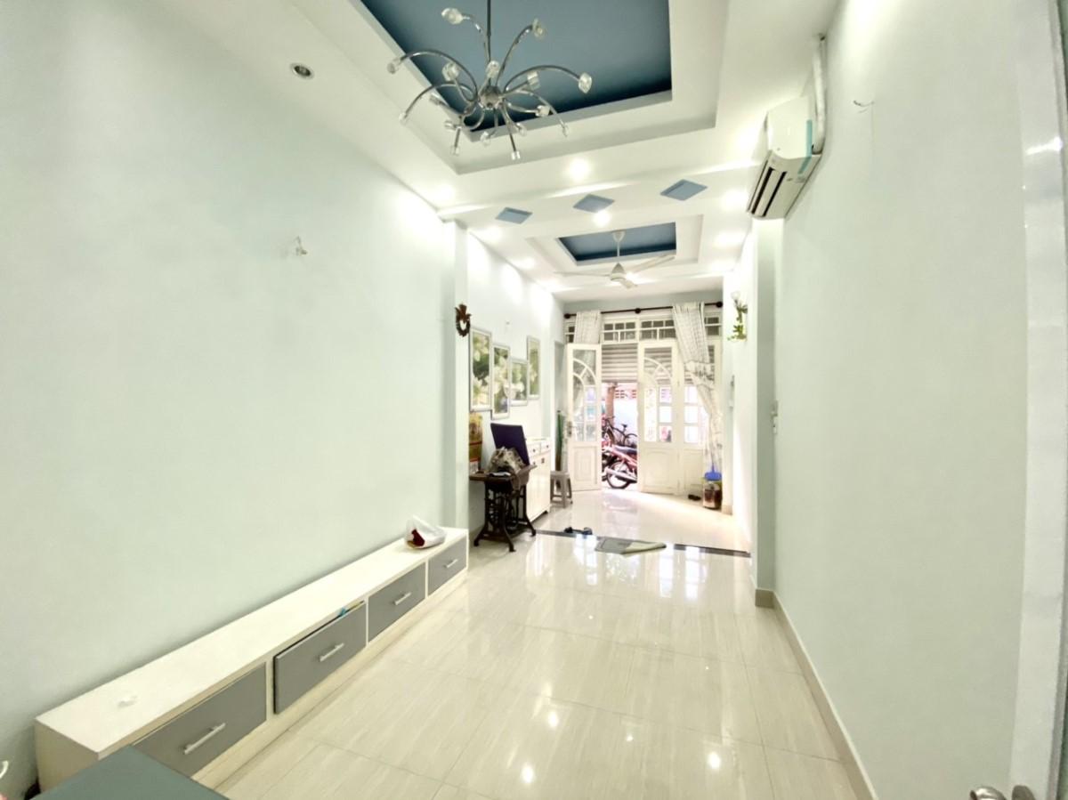 Chính chủ cho thuê nhà phố 4 PN, cách biển 100m, Phường 1, tp Vũng Tàu. Lh: 0977334483