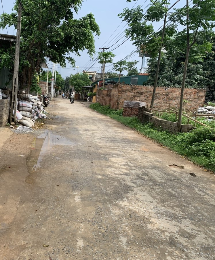 Chính chủ cần bất lô đất trục đường chính thôn yên mỹ xã bình yên huyện thạch thất LH 0865130156