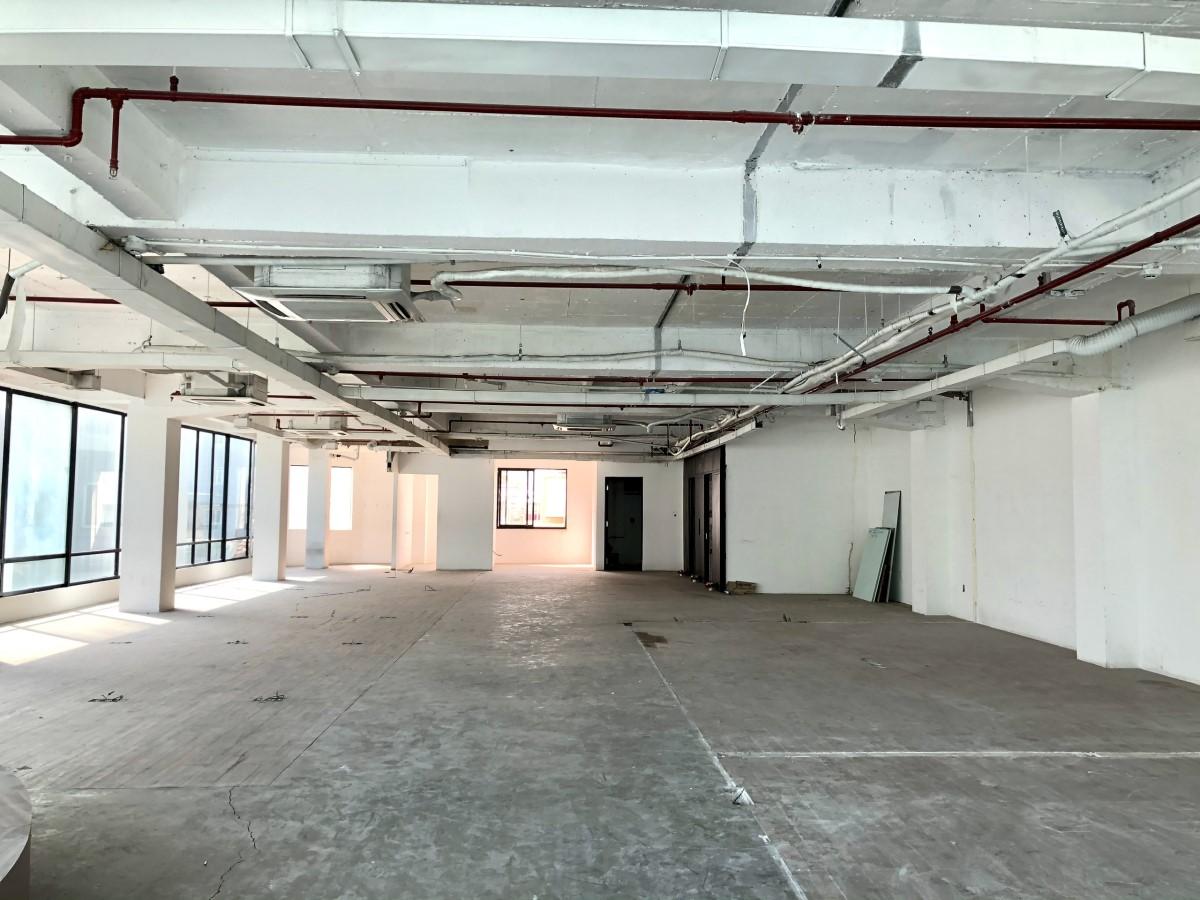 Cho thuê sàn làm VP hoặc KD tại khu vực trung tâm- Vòng xoay Phù Đổng-Cmt8 view 2 góc kính