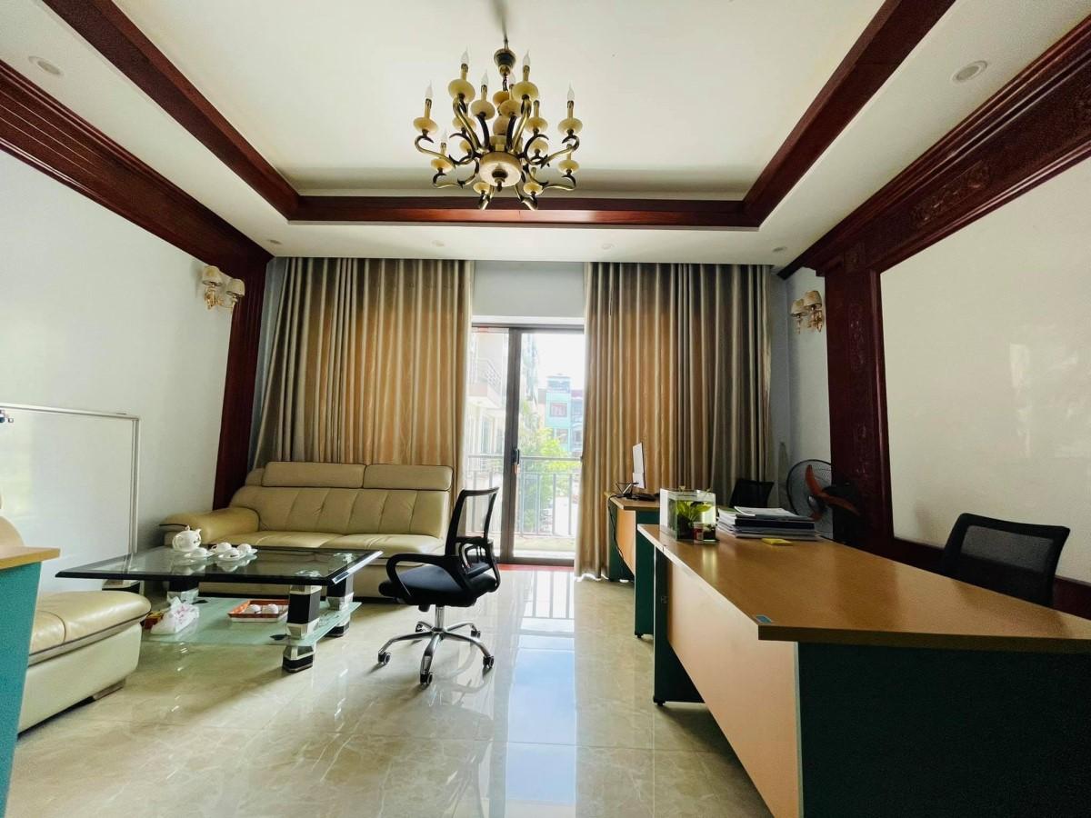 Khu VIP, Nguyễn Chí Thanh, Đống Đa, 92m*5T*MT6m, 28 tỷ, Biệt Thự LK, Thang Máy, Văn Phòng, Đẳng Cấp.