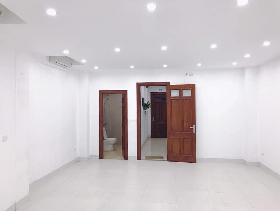 Cho thuê văn phòng Hoàng Quốc Việt DT 30m2 giá chỉ 4tr7/tháng.