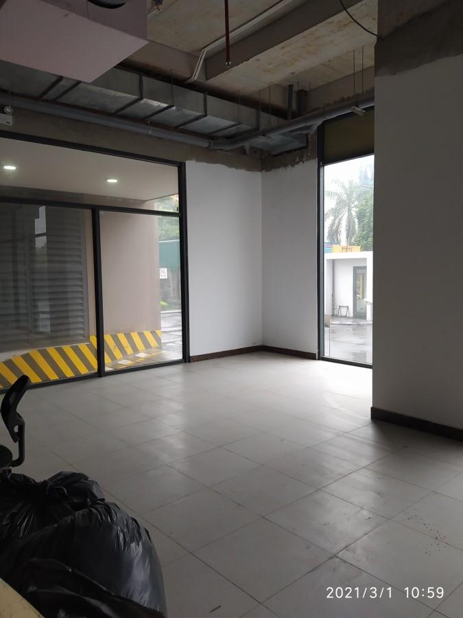 Cho thuê mặt bằng chân chung cư ở quận Long Biên, HN. Làm siêu thị mini. DT 150m2
