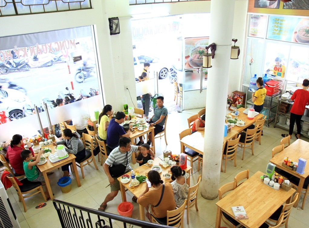 Cần cho thuê nhà MT đường Đồng Đen ngang 8m, Khu Bàu Cát, Q tân bình.