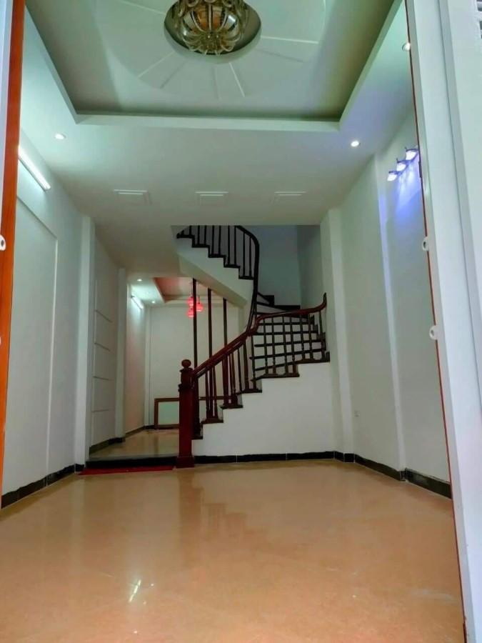 Chính chủ bán nhà mặt đường Cầu giấy  46m,4Tầng, tầng 1 thông sàn.