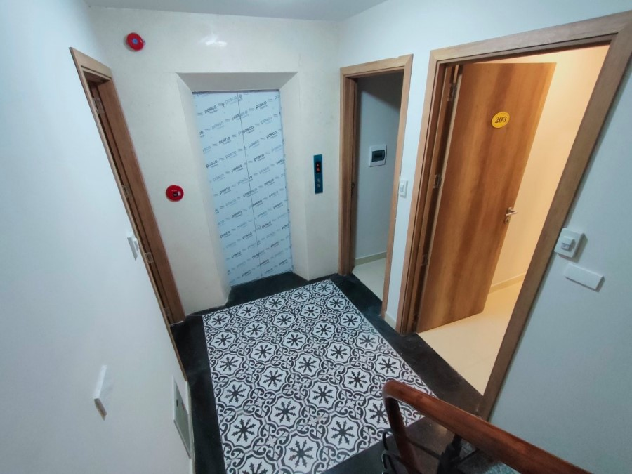 Bán tòa nhà căn hộ 4 sao, dòng tiền khủng, kinh doanh, thang máy.