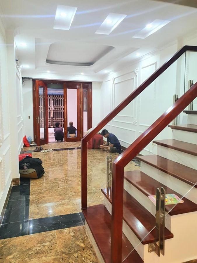 Chính chủ bán nhà Hoàng Mai 5 tầng 36m2, 4 p. Ngủ, LH 0977440990. Ô tô đỗ cửa
