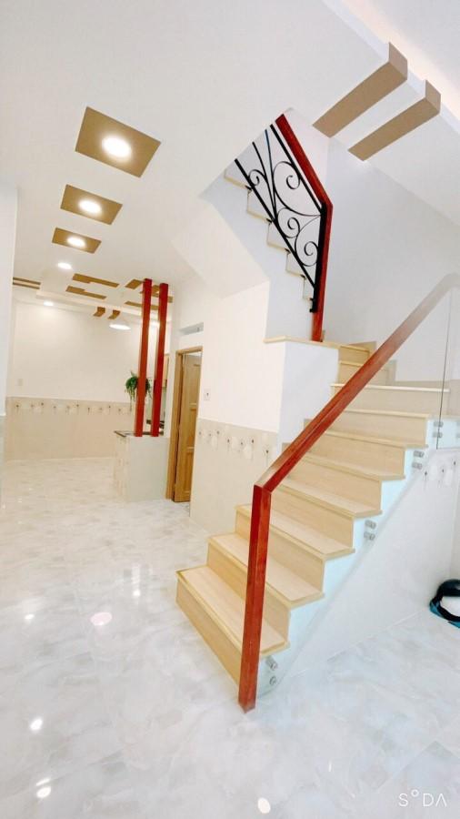 Nhà mới cách MT Lê Hồng Phong 14m, Q10, gần Vòng xoay, hẻm thông, 4 tầng, 45m2, 6.8 tỷ.