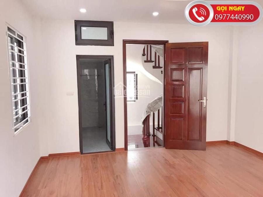 Chính chủ bán 36m2*5T phố Hoàng Mai, nhà mới ở ngay. Full  Nội Thất. LH 0977440990.