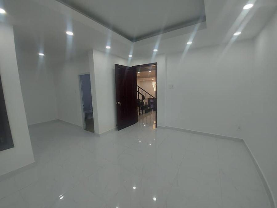 Bán Nhà Đường Ni Sư Huỳnh Liên Quận Tân Bình Ngang Rất Rộng 7m Diện Tích 90m2.