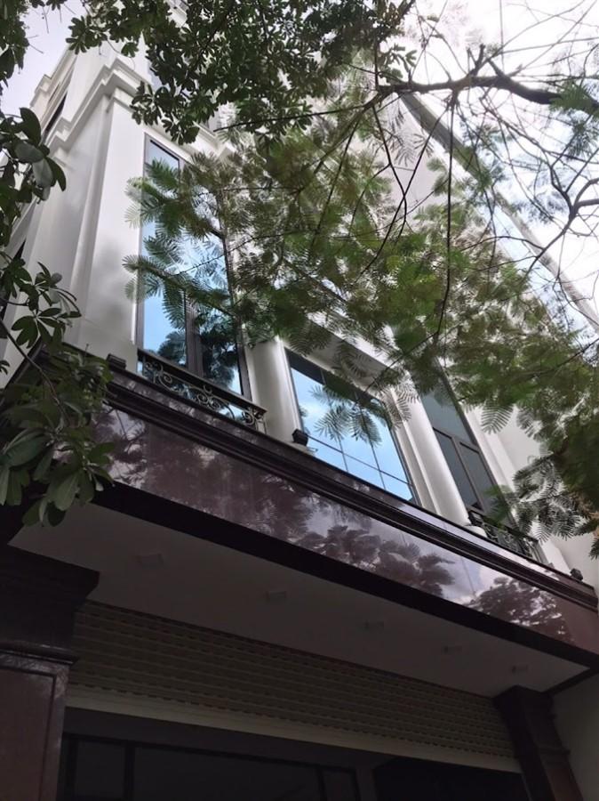 Cho thuê tòa nhà Mặt Phố Vũ Tông Phan.DT 97 m2.GIÁ 80 triệu/tháng
