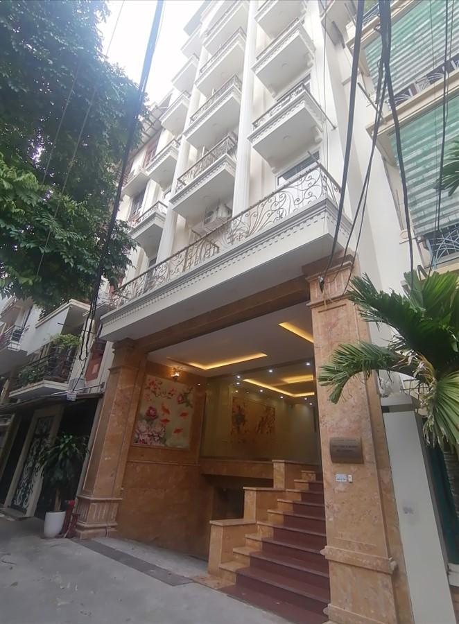 Cho thuê toà nhà Khách Sạn khu phân lô phố Đỗ Quang 18 phòng. Giá 100tr/tháng