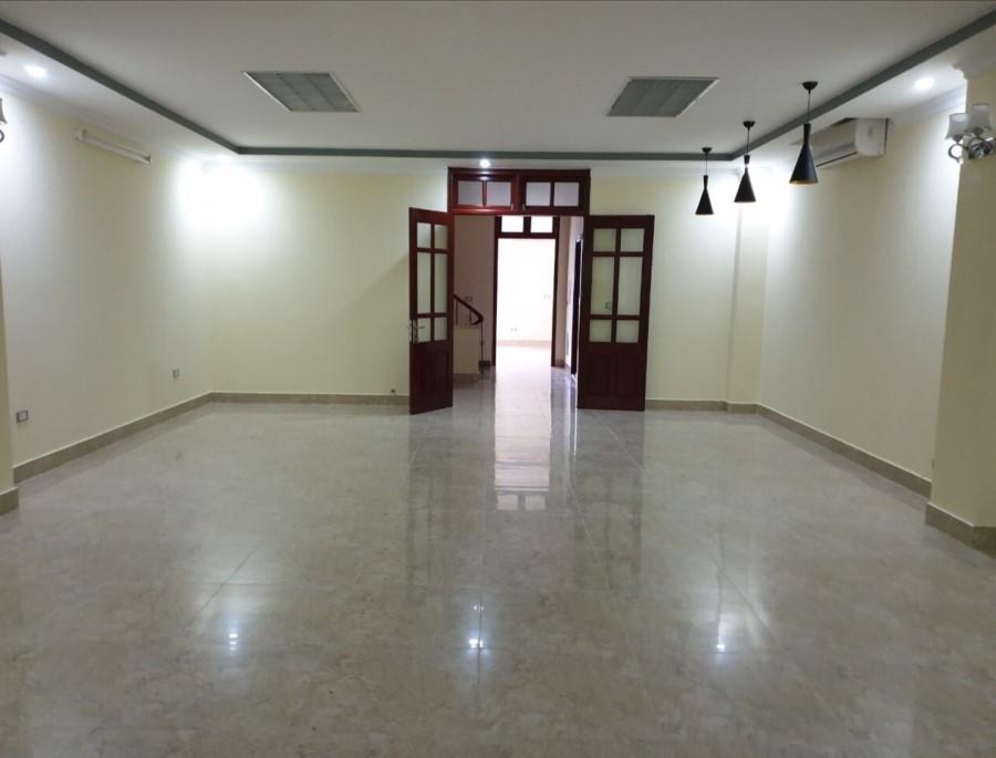 Cho thuê toà nhà Văn Phòng 6 tầng mặt phố Trung Hòa - Trần Duy Hưng. Giá 5000usd/tháng